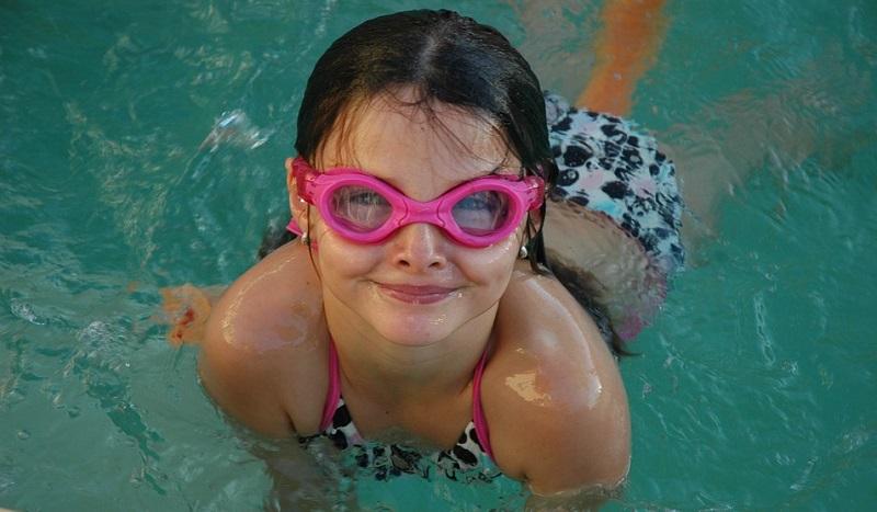 Apprendre la natation dans un spa de nage
