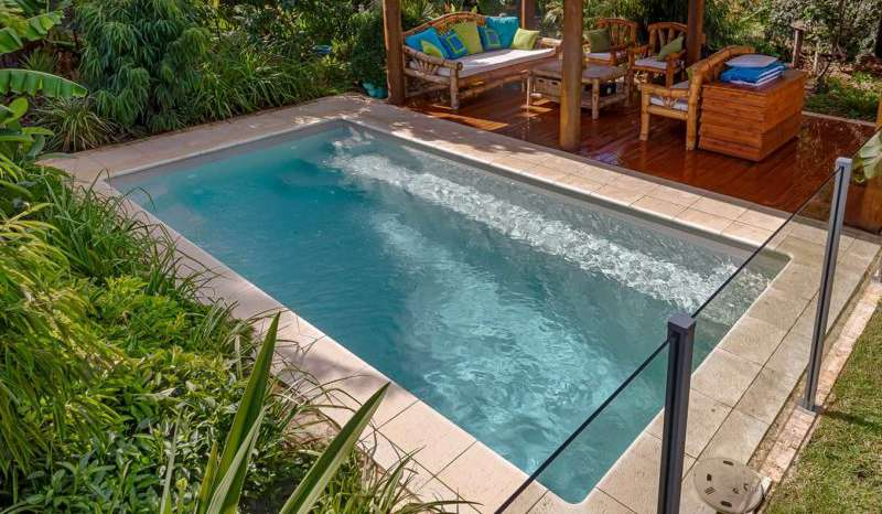 Piscine de 10 m2 : un bassin idéal pour les petits espaces