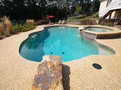 Le béton désactivé couleur sable pour une plage de piscine