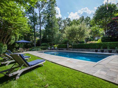 Projet paysager : plantation autour d'une piscine